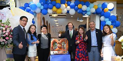 Auntie Anne's chính thức khai trương tại Việt Nam